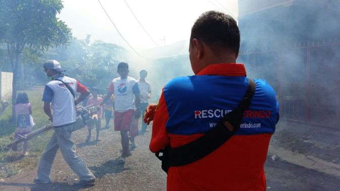 Rescue Perindo Beri Bantuan Fogging di Bekasi