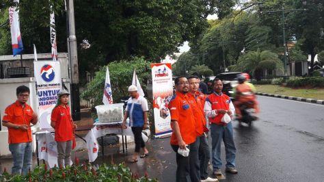 Rescue Perindo Bagikan Ratusan Takjil di Jalan3646