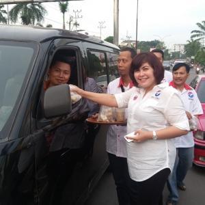 DPW Rescue Perindo SumSel Bagikan 5.000 Takjil