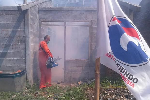 Rescue Perindo Beri Fogging Gratis Warga Kebonsawit