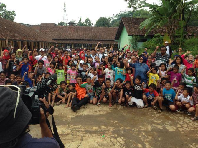 Rescue Perindo Ajak Bermain Anak-Anak Korban Banjir Sumedang