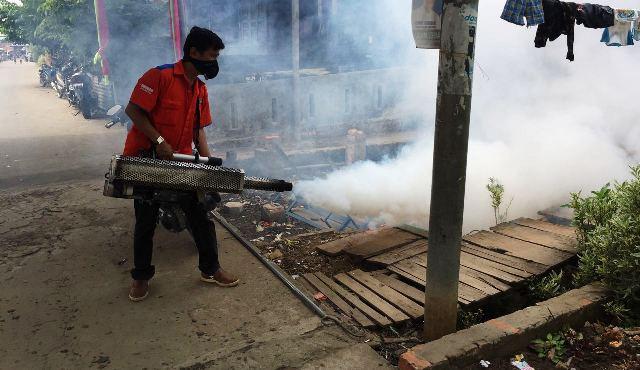 Antisipasi DBD, Rescue Perindo Sumsel Asapi Ratusan Rumah Warga di Palembang