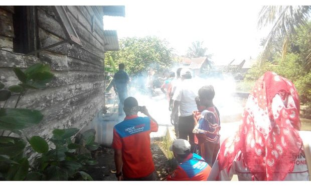 Rescue Perindo Fogging Kawasan Langganan Banjir di Sekip Palembang
